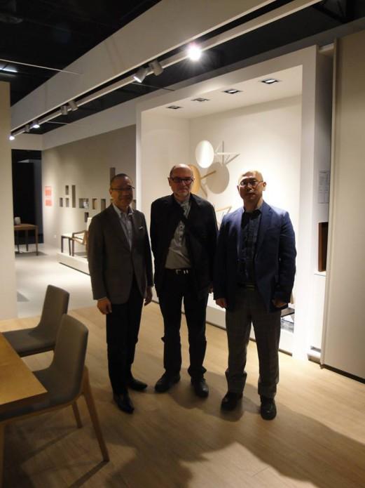 左からカンディハウス 藤田社長、ピーターマリ氏、筆者