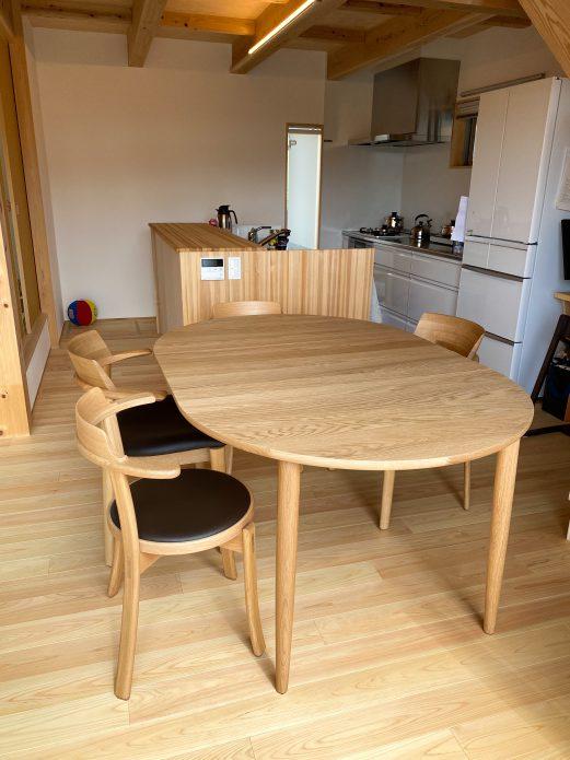 カンディハウス マムEXテーブル105φ、チェア ルントオム、日進木工 ソフセミアームチェア