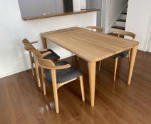 日進木工 ソフセミアームチェア、NBC442、FORMS Bタイプテーブル